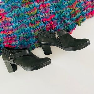 Clarks Artisan black leather bootie, Sz. 7